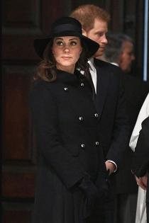 El look de abrigo y sombrero de Kate Middleton embarazada