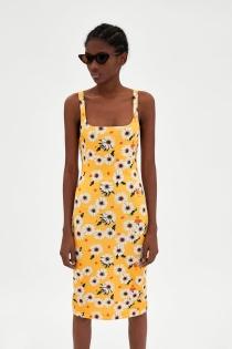 Deshoja la margarita con este vestido de ZARA para la primavera 2018