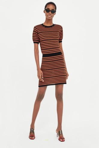 924fc2881 Vestido de ZARA para chicas que no temen las rayas