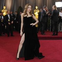 La pierna de Angelina Jolie en la alfombra roja de los Oscars 2012