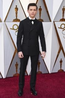 Tom Holland, de riguroso  negro en los Oscars 2018