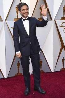 Un sonriente Gael Garcia Bernal en los Oscars 2018