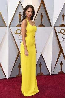 Eiza González desafía la mala suerte en los Oscars 2018
