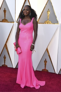 Viola Davis apuesta por el rosa en los Oscars 2018