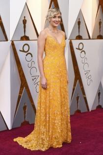 El look en naranja de Greta Gerwig para los Oscars