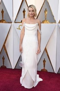 Margot Robbie y su vestido blanco para los Oscars 2018