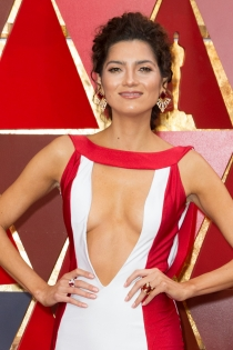 El escote sin límites de Blanca Blanco para los Oscars 2018
