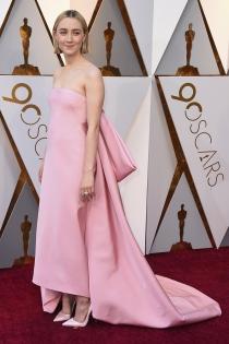 Saoirse Ronan apuesta por el rosa pastel en los Oscars 2018