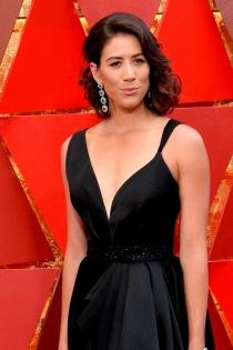 Oscars 2018: Garbiñe Muguruza apuesta por un escote asimétrico
