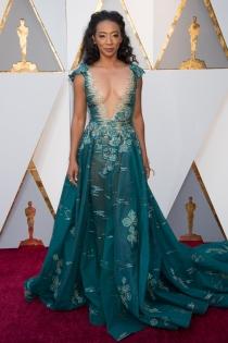 Oscars 2018: Betty Gabriel y su vestidazo con escote