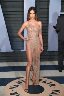 Alessandra Ambrosio, muy sexy en la fiesta Vanity Fair 2018
