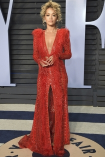 Rita Ora, sensual de rojo en la fiesta de Vanity Fair