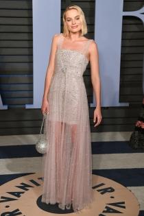 La noche de Margot Robbie con un vestido de Chanel