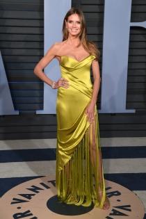 Heidi Klum, espectacular con un vestido de flecos.