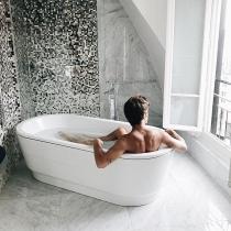 Alex Domenech en la bañera, ¡el más sexy!