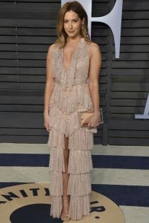Ashley Tisdale y su vestido de volantes para los Oscars 2018