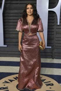 Salma Hayek se decanta por un vestido de brocado para la fiesta Vanity Fair