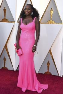Viola Davis, espectacular de rosa