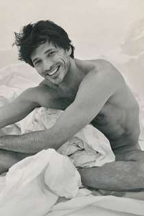 La foto más sexy de Andrés Velencoso en la cama