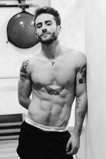 Pelayo Díaz sin camiseta para presumir de cuerpo