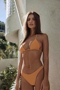 ¿Te atreverías con un bikini como el de Emily Ratajkowski?
