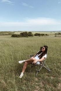 Alba Paul disfruta de un descanso en la sabana