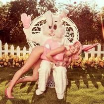 Miley Cyrus, fiel a su estilo hasta en Pascua