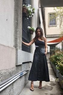 La falda larga de cuero de Sara Carbonero más chic
