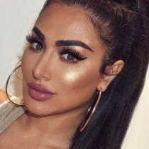 El toque final del maquillaje de Huda Beauty: las pestañas postizas