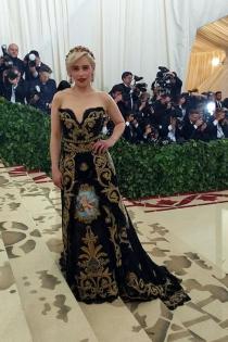 Gala Met 2018: Los impresionantes bordados del vestido de Emilia Clarke