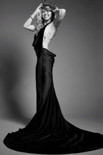El impresionante vestido negro de Miley Cyrus para la Gala Met 2018