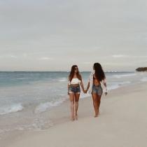 Alba Paul se perdería una isla desierta con Aida Domenech