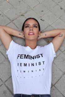 Cristina Pedroche posa con una camiseta feminista