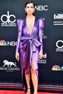 Dua Lipa y su vestido color púrpura deslumbran en los Billboard 2018
