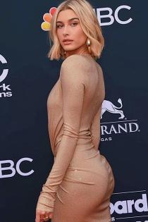 Hailey Baldwin deja poco margen a la imaginación con su look en los Billboard 2018