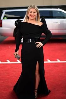 Kelly Clarkson apuesta por el negro en los premios Billboard 2018