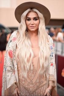 Kesha, fiel a su estilo en los Billboard 2018