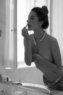 Alessandra Ambrosio, pura sensualidad y elegancia