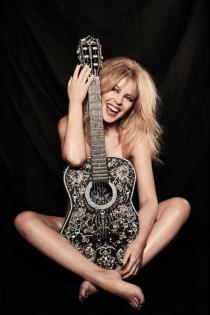 Kylie Minogue, desnuda y pletórica a los 50 años
