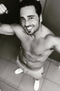 David Bustamante posa sin camiseta