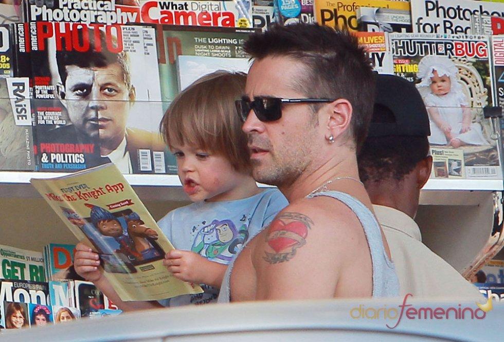 Colin Farrell lee un cuento con su hijo