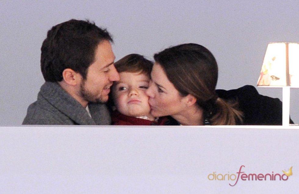 Manuel Martos con su hijo y su mujer