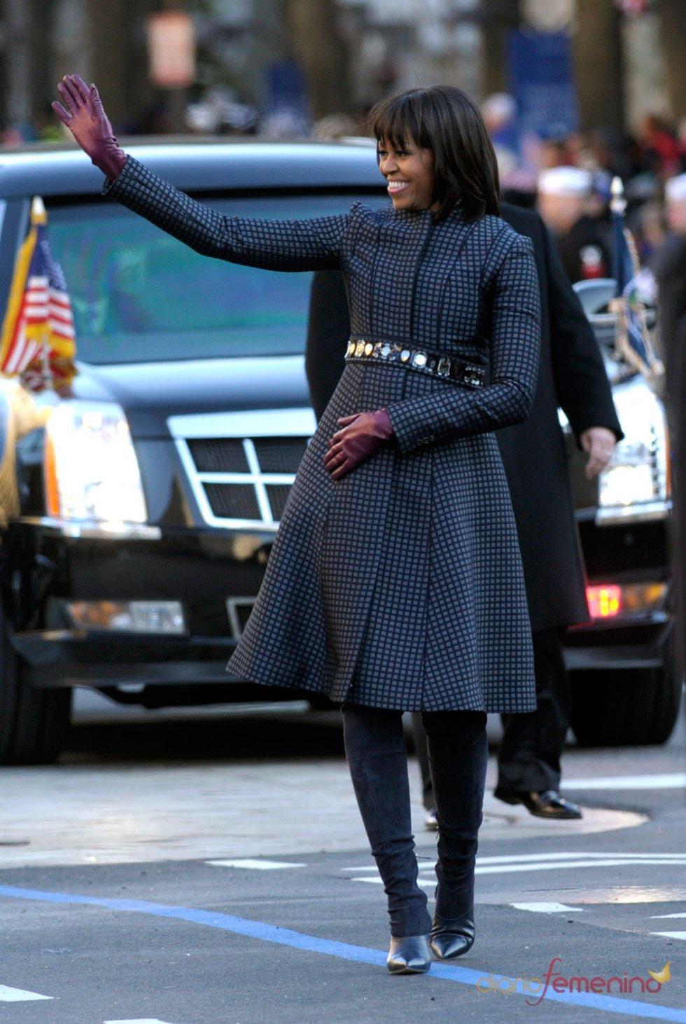 Michelle Obama con un abrigo de cuadros