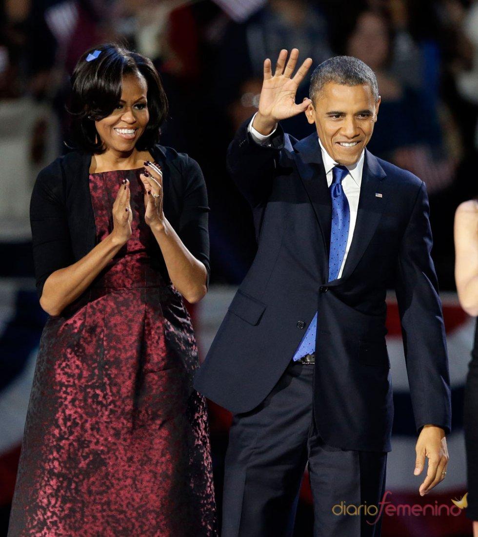 Michelle Obama con un vestido granate