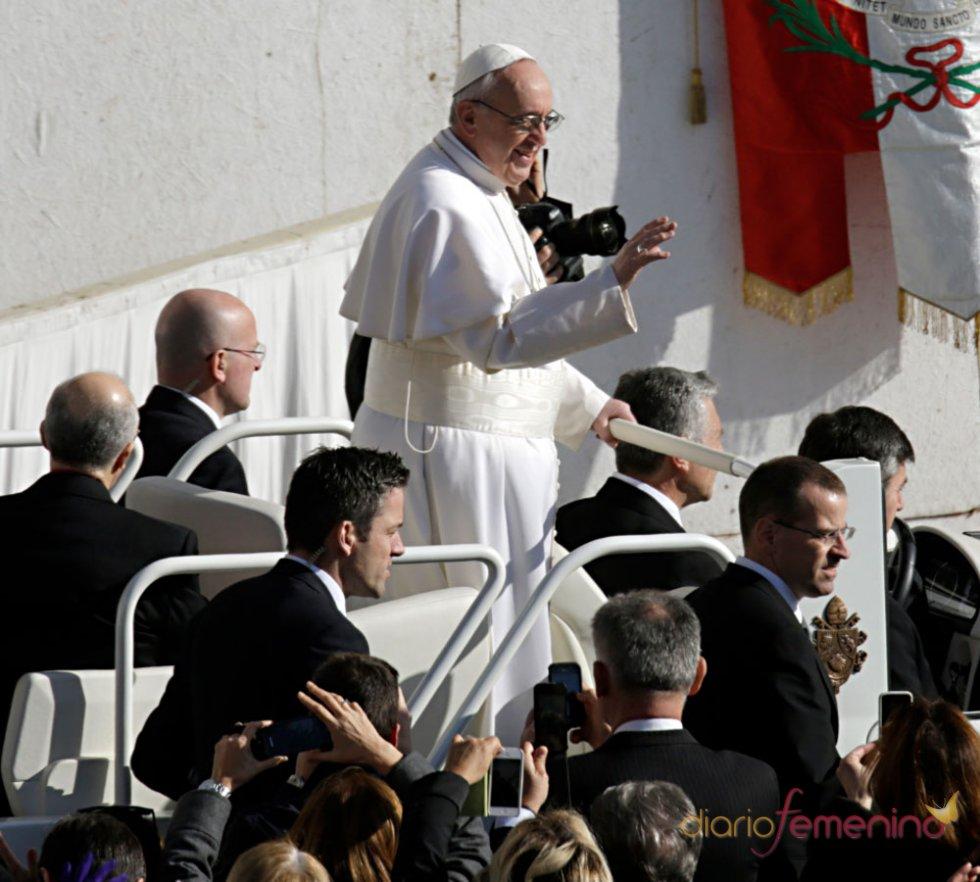 La primera gran misa del Papa Francisco: baño de multitudes