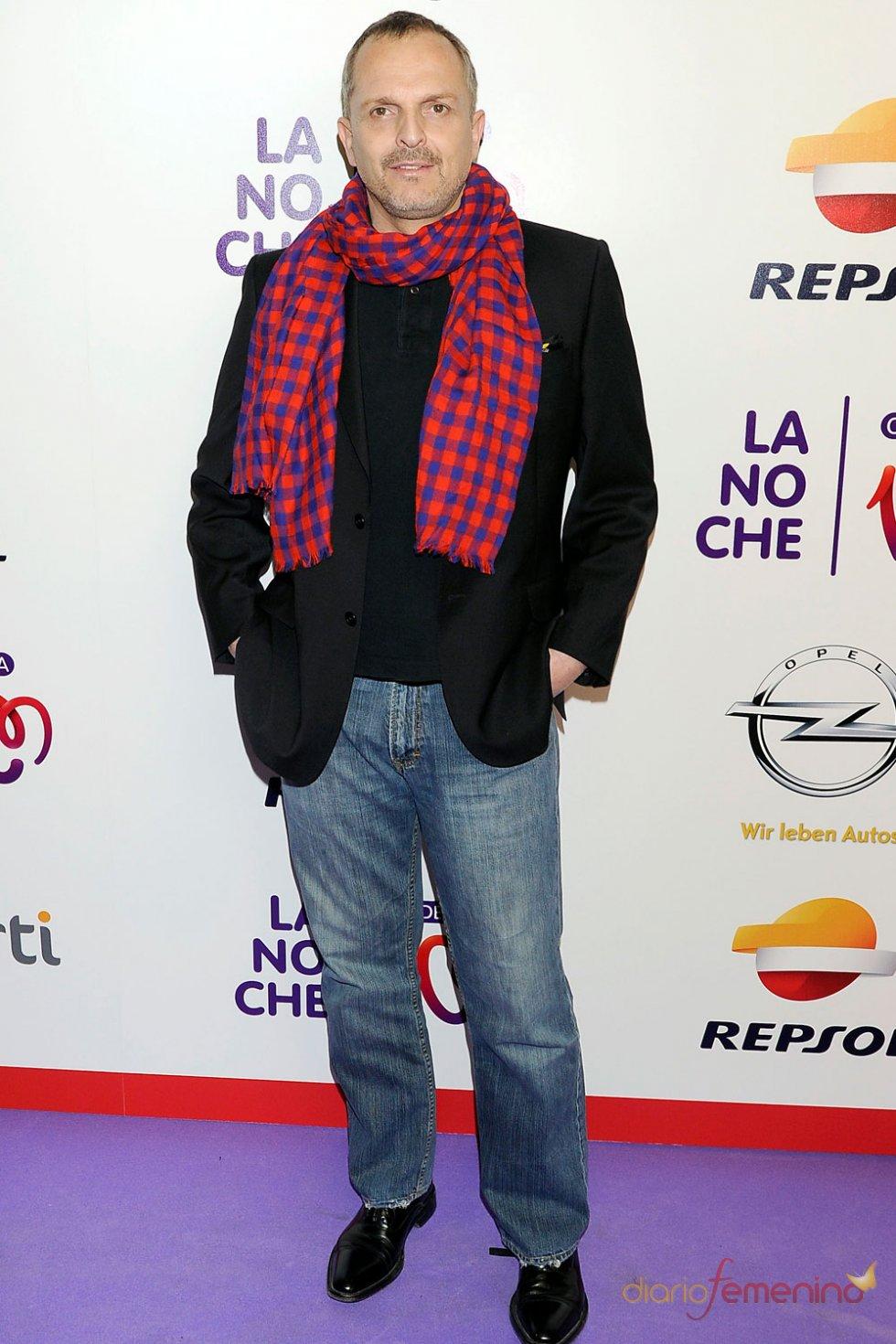 El look de Miguel Bosé en los Premios Cadena 100