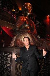 Jean-Claude Van Damme en su discoteca Buddha Bar