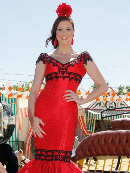 Los looks de las famosas en la Feria de Abril: el vestido de María Jesús Ruiz