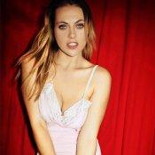 Daniela Blume posa muy sexy en ropa interior