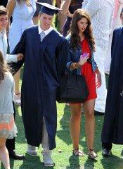 Patrick Schwarzenegger junto a su hermana, Katherine Schwarzenegger, en su graduación